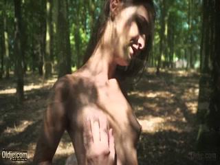 Секс видео лесбиянок, которые занимаются оральным и анальный трахом дома у мужчины